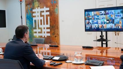 El president del govern espanyol, Pedro Sánchez, durant la videoconferència d'aquest diumenge amb els presidents autonòmics