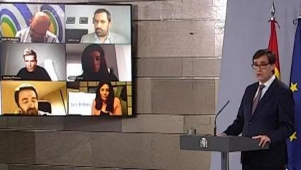 El ministre de Sanitat, Salvador Illa, i el de Cultura, José Manuel Rodríguez Uribes, durant la roda de premsa telemàtica d'aquest dimarts a la Moncloa