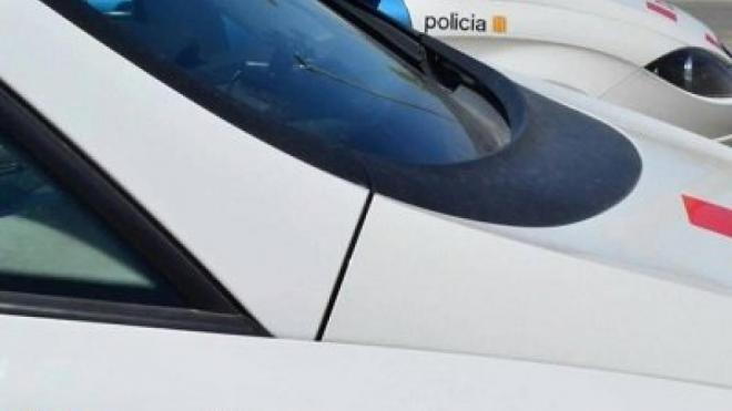 Detall d'un cotxe dels Mossos