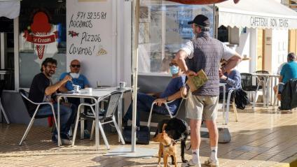 Imatge recent d'una terrassa a Formentera, que a partir de dilluns podrà oferir el 75% de la seva capacitat
