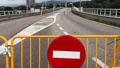 El pont internacional de Salvaterra do Miño, entre Galícia i el nord de Portugal, tancat per la pandèmia de Covid-19