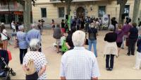 Veïns del municipi es concentren per condemnar els fets, dimarts a Sant Feliu de Guíxols