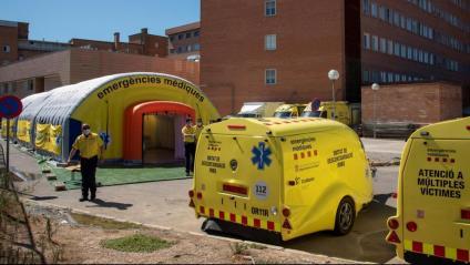 Vista d'un dels mòduls que el SEM ha instal·lat a l'exterior de l'hospital Arnau de Vilanova de Lleida