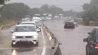 La C-17, inundada aquest dimarts a l'altura de la Garriga