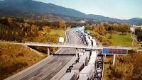 Cua a l'AP-7 en sentit nord per la manifestació contra  la guerra a l'Alt Karabakh, aquest dissabte a l'Alt Empordà