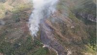 Vista aèria de la cresta afectada per l'incendi, a la serra de Tivissa