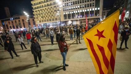 La plaça U d'Octubre de Girona, durant la protesta