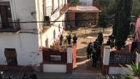 Agents de la Brimo a la casa Buenos Aires, aquest dimecres al matí