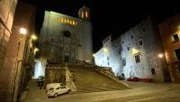 Carrers buits a Girona, durant el toc de queda
