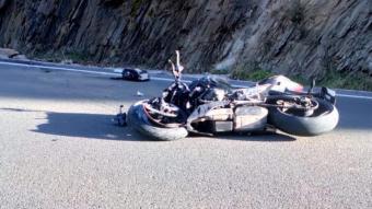 Imatge de la motocicleta accidentada, aquest dilluns a la C-13