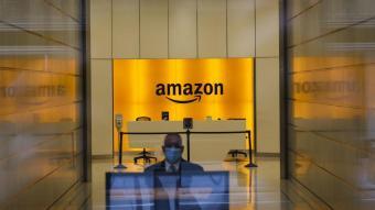 Vista de l'entrada de les oficines d'Amazon a Nova York