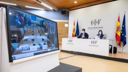 El ministre espanyol de Sanitat, Salvador Illa (e), i la ministra de Política Territorial, Carolina Darias, aquest dimecres al Consell Interterritorial telemàtic
