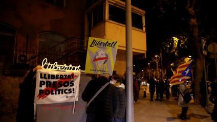 Concentració a les portes de la presó de Wad-Ras de Barcelona, on aquest divendres ha reingressat la presidenta del Parlament Carme Forcadell