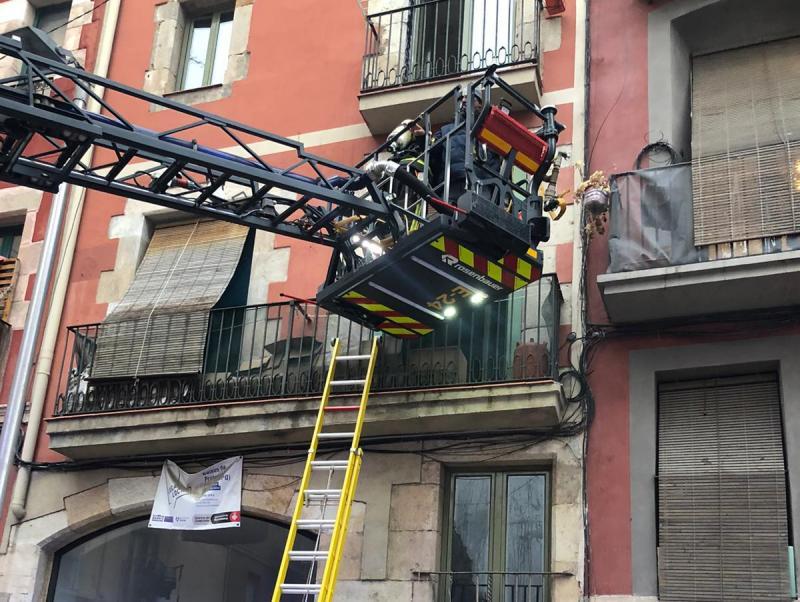 set persones ateses per inhalaci 243 de fum en un incendi al