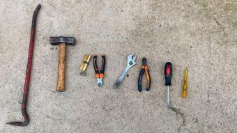 Imatge de les eines localitzades a la motxilla d'un dels sospitosos, a Vila-seca