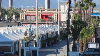 Vista del Moll de Mestral, al Port Olímpic, en una imatge del passat estiu