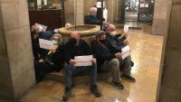 Imatge de la protesta, aquesta tarda al Palau de la Paeria de Lleida