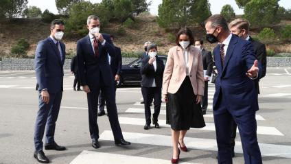 Pedro Sánchez i Felip VI a l'arribada a la planta de Seat
