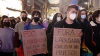 Imatge de la protesta pels abusos a l'Aula del Teatre, aquest divendres a Lleida