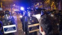 Una línia policial impedeix el pas de la manifestació al carrer Roger de Flor, poc després de l'inici de la marxa