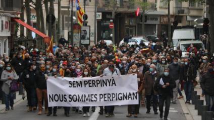 Vista de la capçalera de la manifestació, aquest dissabte a Perpinyà