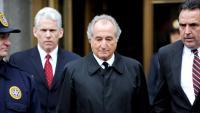 Bernie Madoff, a la sortida d'una vista en un tribunal federal, el 2009 a Nova York