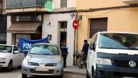 Agents dels Mossos al lloc del crim, a Manresa