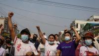 Imatge d'una protesta contra el cop militar, dimecres a Mandalay