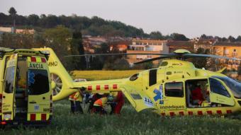 L'helicòpter del SEM, durant l'evacuació de la petita