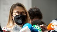 La diputada d'ERC Meritxell Serret, atenent els mitjans a les portes del Tribunal Suprem el passat 30 d'abril