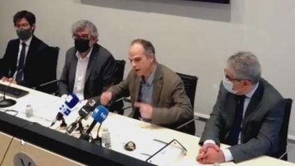 L'exconseller Jordi Turull, amb els advocats Jordi Pina i Francesc Homs en una roda de premsa el passat 30 d'abril per valorar la sentència del TC
