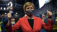 La líder de l'SNP, Nicola Sturgeon, celebra la victòria a la seva circumscripció