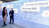 La candidata del PP a la reelecció com a presidenta de la Comunitat de Madrid, Isabel Díaz Ayuso, visitant el centre de dades dels comicis el dia 3 de maig, jornada de reflexió