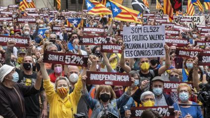 La plaça Sant Jaume, plena en l'acte de l'ANC per reclamar un govern independentista