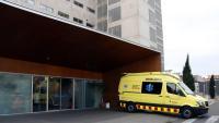 Una ambulància del SEM, estacionada a l'àrea d'urgències de l'hospital Joan XXIII de Tarragona