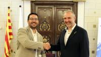 El nou alcalde de la Seu d'Urgell, Francesc Viaplana, aquest dissabte al costat de l'alcalde sortint, Jordi Fàbrega