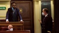Un uixer commina el diputat de Vox José María Sánchez García a abandonar l'hemicicle, aquest dimarts al Congrés