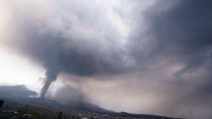 L'erupció del volcà Cumbre Vieja a la Palma, des del municipi del Paso