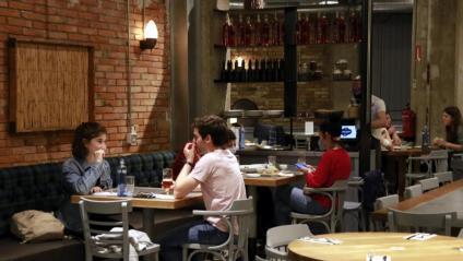 Comensals en un restaurant de Lleida