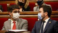 El vicepresident del govern, Jordi Puigneró, i el president Pere Aragonès, aquest dimecres a la sessió de control al Parlament