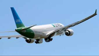 Un avió de Level s'enlaira de l'Aeroport del Prat, en una imatge d'arxiu