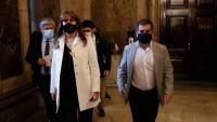 La presidenta del Parlament, Laura Borràs, i el secretari general de JxCat, Jordi Sànchez, sortint d'un dels despatxos del Parlament