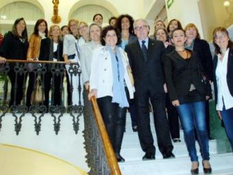 Foto de família de la inauguració a Reus de l'Escola de Dones Polítiques ACN