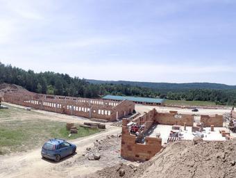 Obres de construcció de la nova granja a la finca de Serrarols a Sant Martí, amb capacitat per a més de 2.000 truges Josep Comajoan