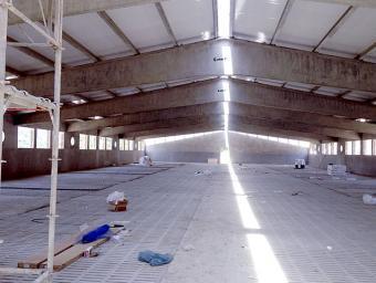 Interior d'una de les set naus que el grup Taradellas està construint a Serrarols Josep Comajoan