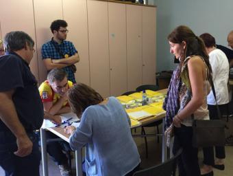Voluntaris a Sant Miquel de Balenyà, preparant la Gigaenquesta la setmana passada