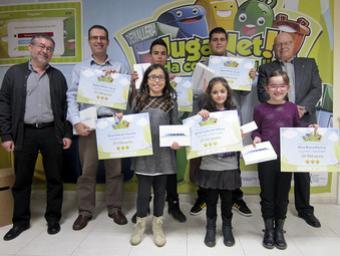 Responsables del Consorci de Residus amb els guanyadors del concurs Consorci de Residus