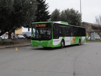 Un vehicle del servei de Transgran a la plaça de la Constitució, a Granollers Ramon Ferrandis
