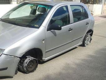 Aquest és l'estat en què Susanna Renau va trobar el seu cotxe l'endemà al matí.