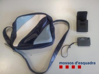Els objectes recuperats en la intervenció al peatge de la Roca Mossos d'Esquadra